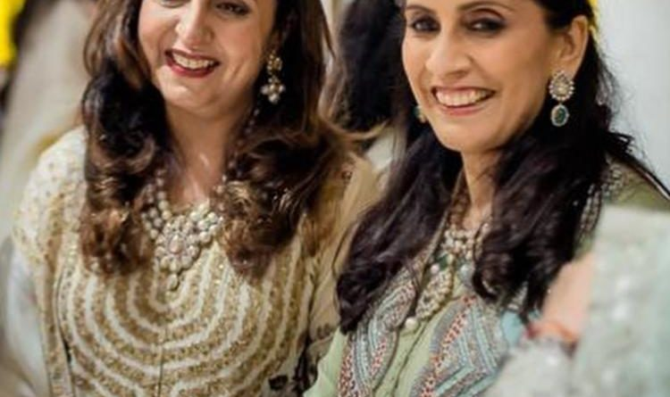 sonam_kapoor_wishes_her_mommy_sunita_and_mother_in_law_priya_ahuja_a_happy_mothers_day_says_love_you_both